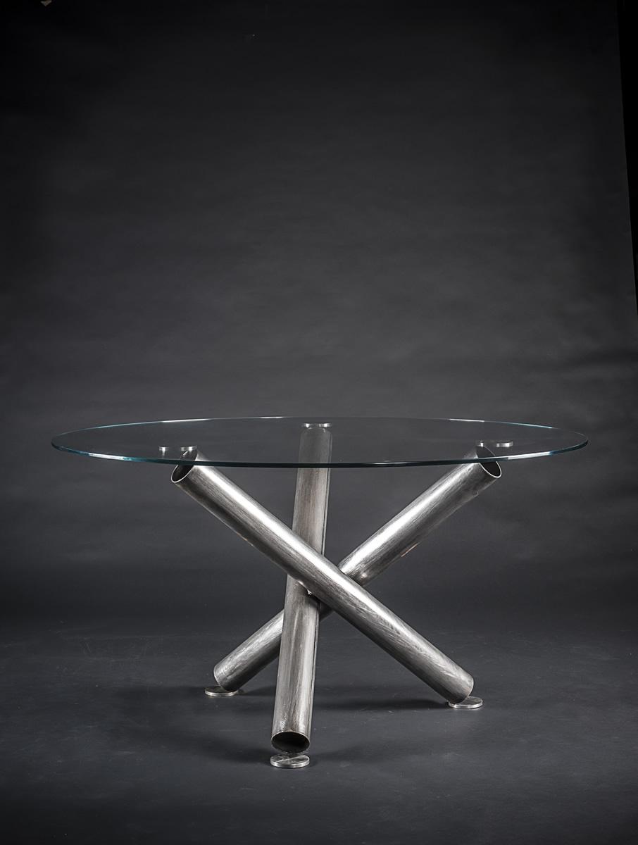 Tavolo rotondo ovale base tubolare in ferro o acciaio e for Tavolo cristallo rotondo design