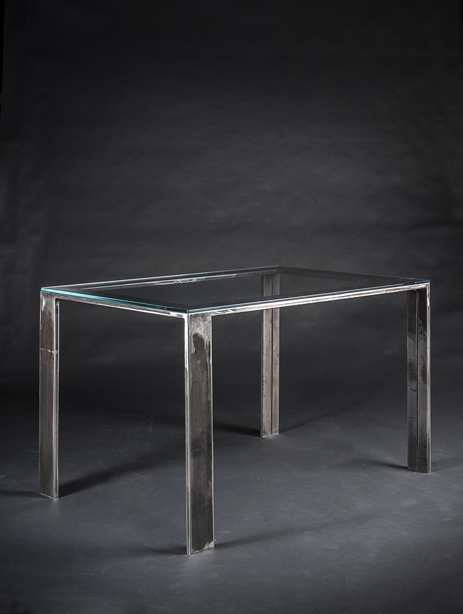 Tavolo rettangolare base in metallo tubolare e piano in for Scrivanie in cristallo